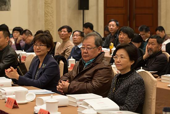 吉狄马加(中)、王燕文(右)、徐宁(左)