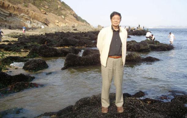 批评家黄毓璜