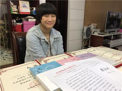 """张海迪致信南京青年残障作家王忆,盛赞她是""""不倒的生命之树"""""""