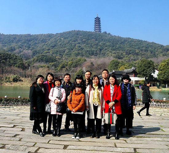 张家港市作协组织部份作家赴香山风景区进行采风