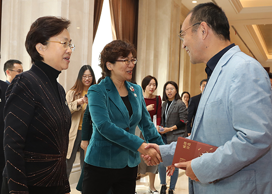左起:王燕文、徐寧、賈夢瑋
