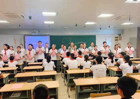 扬州市作家协会联手送丛书进校园