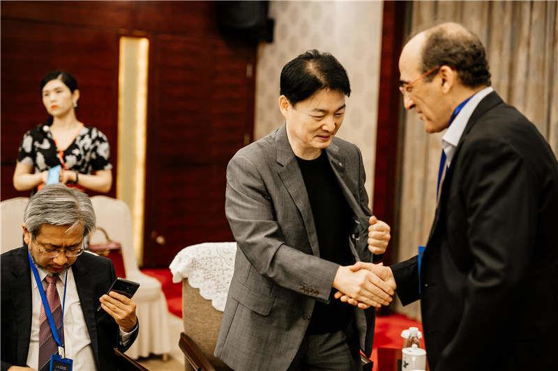 蔣躍建副市長與VIP客人寒暄 (5).jpg