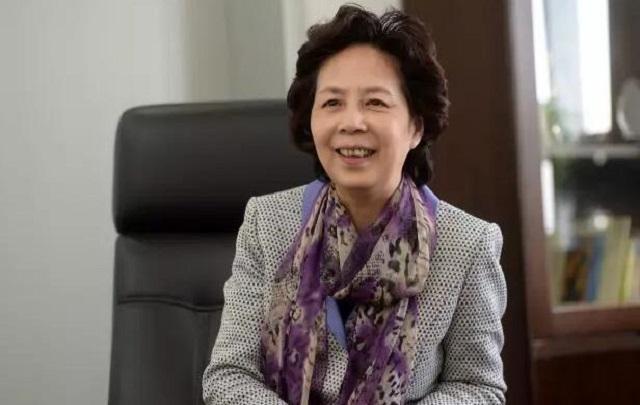 """范小青:呼吁""""家长减负"""",继续为基层群众发声"""