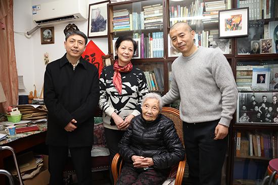 毕飞宇汪兴国看望著名翻译家杨苡先生